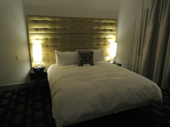 Padre Hotel: 部屋は広告写真どおり(少し照明が暗い程度)