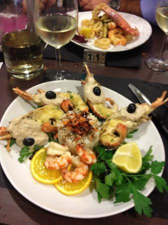 Viserba, Italie : aragosta gratinata con salsa tonnata