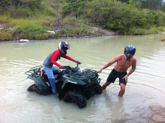 Royal Decameron Beach Resort, Golf & Casino : Attempting to get the broken ATV out of the river