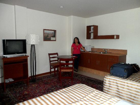 Hotel Cosmopolitan: The little kitchen