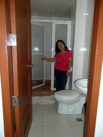 Hotel Cosmopolitan: shower model lol!