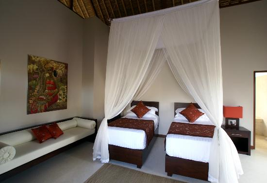 Chillout Bali : Villa Tujuh Twin bedroom set up