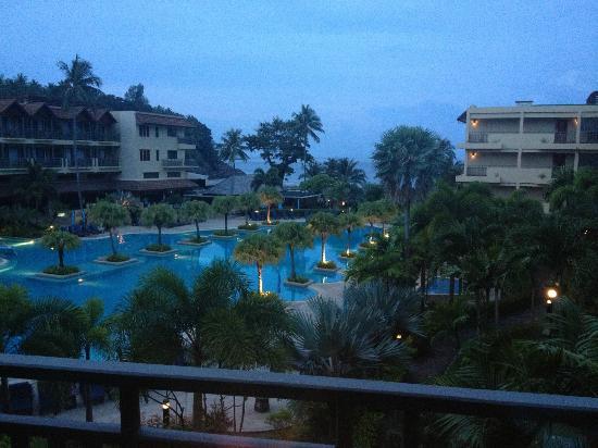 Phuket Marriott Resort & Spa, Merlin Beach: Merlin at sunrise