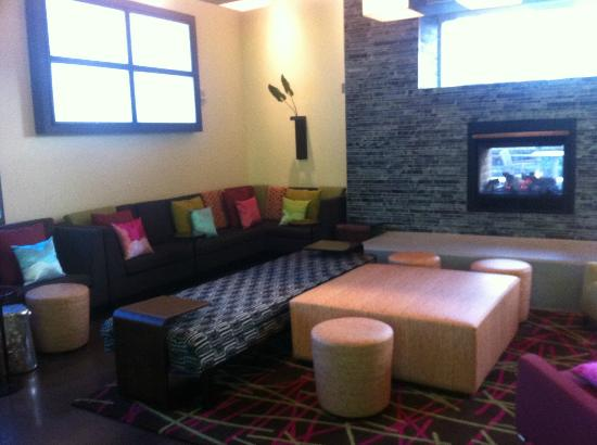 Aloft Asheville Downtown: Bar/lounge area - beautiful colors, materials!