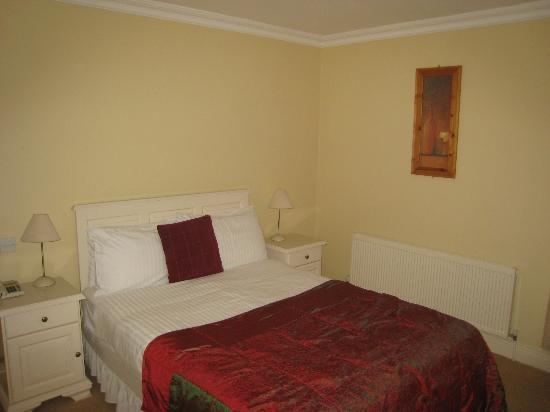 The Moorings Guesthouse: My room and bed