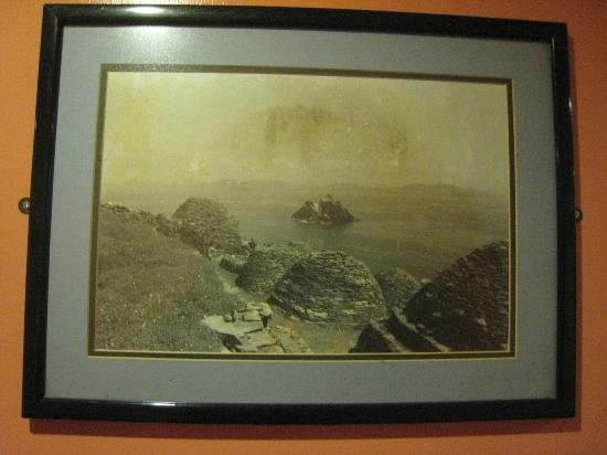 The Moorings Guesthouse: An old photo of Skellig Michael hanging in the second floor hallway