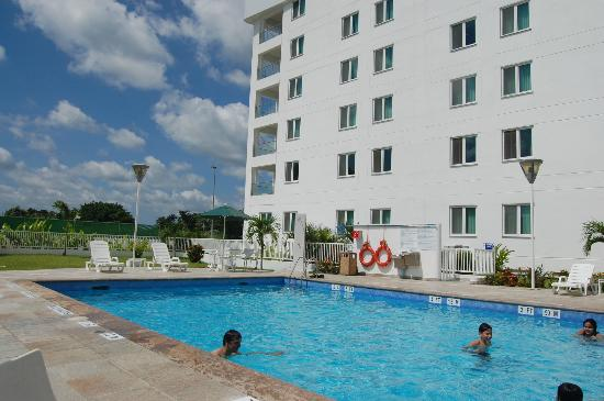 Holiday Inn Express Tapachula: Vista desde Piscina
