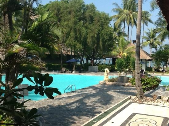 Alang-Alang Boutique Beach Hotel: swimming pool view