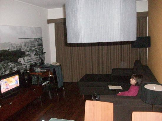 Clarion Suites Lisbon: Sala com varanda