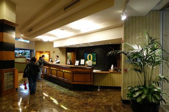 Hilton Eugene: Front Desk