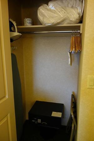 Hilton Eugene: Closet
