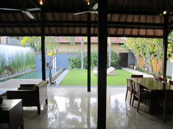 Uma Sapna: Gorgeous Villa outdoor area