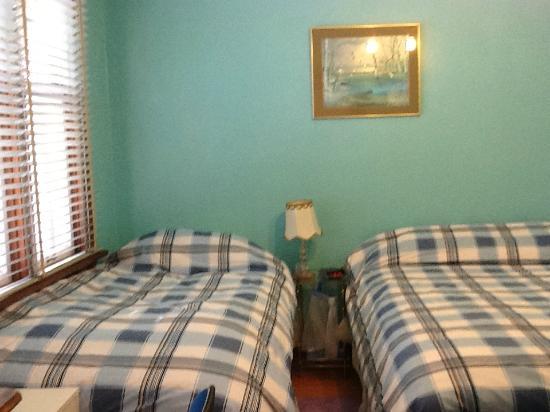 Alpha Mercy Haven Bed And Breakfast: Queen/ Twin Bedroom with En-suite