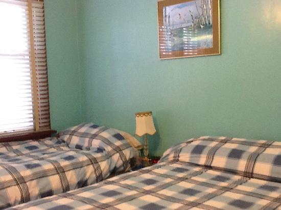 Alpha Mercy Haven Bed And Breakfast: Queen/Twin Bedroom
