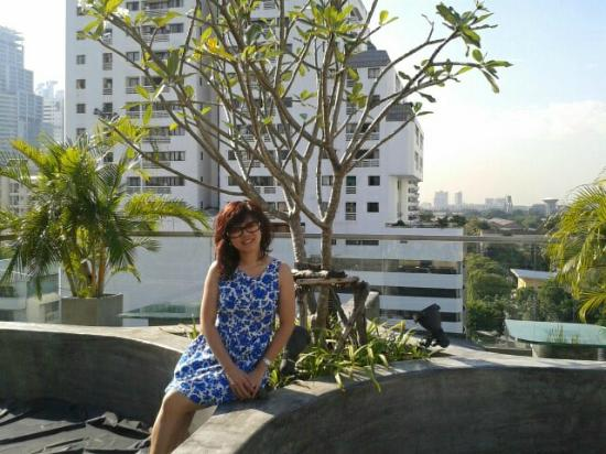 Galleria 10 Hotel Bangkok by Compass Hospitality: Top of roof bar