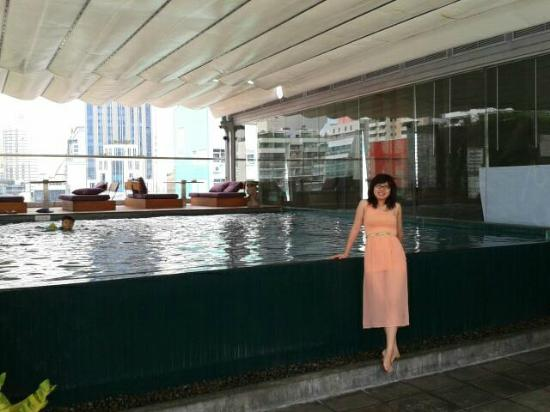 Galleria 10 Hotel Bangkok by Compass Hospitality : Small swimming pool