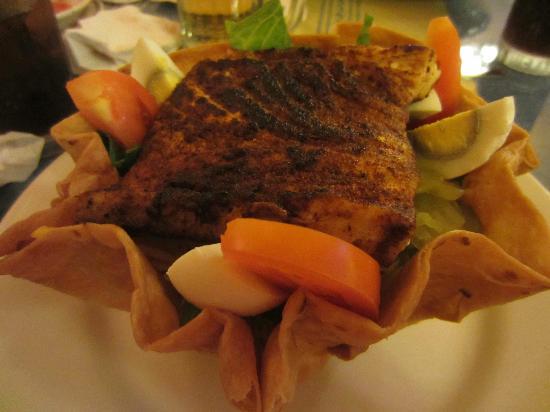 Lencho's Restaurant: Blackened fish taco salad