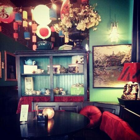 Beehive Tea Room and Wedding Library: nice lanterns