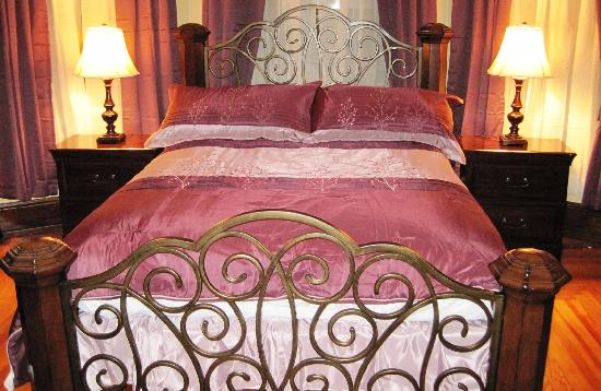 Walton Manor Inn Bed & Breakfast: Suite 203
