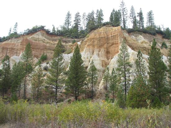 Malakoff Diggins State Historic Park: Eroded cliffs are still beautiful