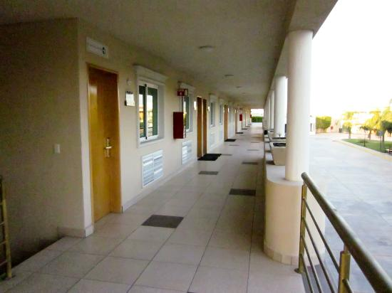Comfort Inn Monterrey Norte: Pasillo (la primera puerta es la habitación 201)