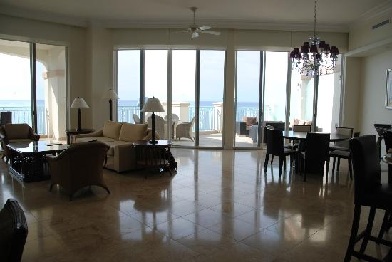 Seven Stars Resort: Penthouse Living/dinning room