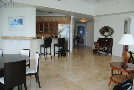 Seven Stars Resort: Penthouse Kitchen & entry area