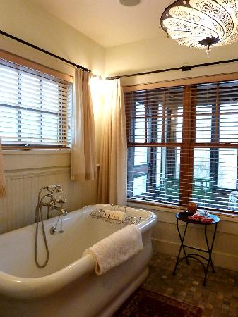 The Ranch at Rock Creek: separate bathtub room - fabuous