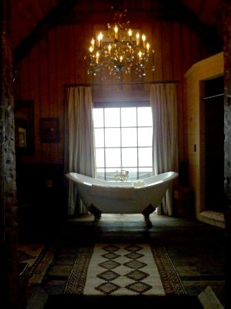 The Ranch at Rock Creek: bathtub view