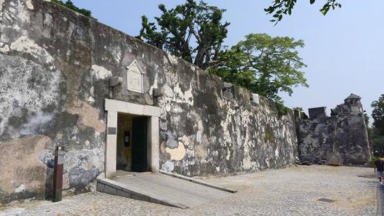 Monte Forte (Fortaleza do Monte): Monte Forte - Entrance