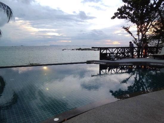 Beyond The Blue Horizon Villa Resort: Pool