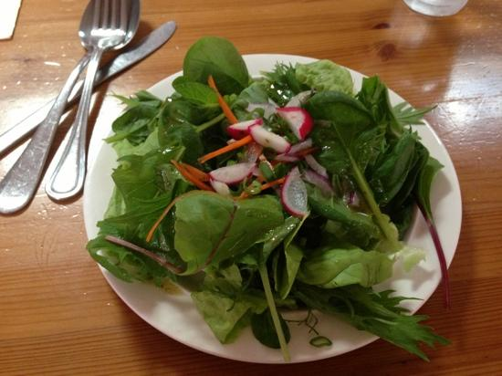 Kahumana Organic Farm & Cafe: salad looks way better than it tastes