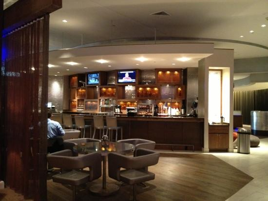 Renaissance St. Louis Airport Hotel: bar