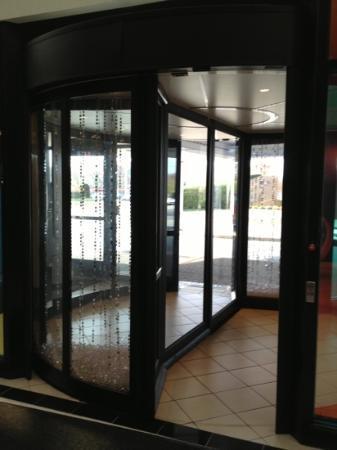 Renaissance St. Louis Airport Hotel: door