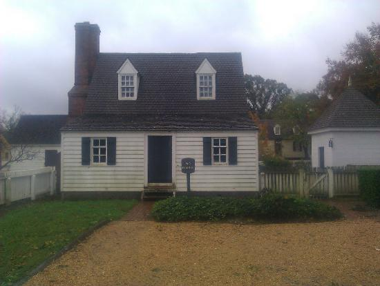 Colonial Houses-Colonial Williamsburg: Rear of house, and parking area.