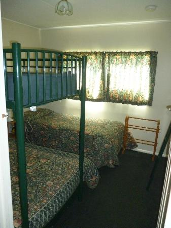 Kiwi Park Motels and Holiday Park: 2nd bedroom tourist flat
