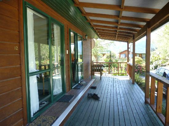 Kiwi Park Motels and Holiday Park: tourist flat deck