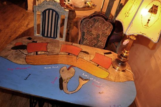 Art-Cafe Amarcord: Artistic interior