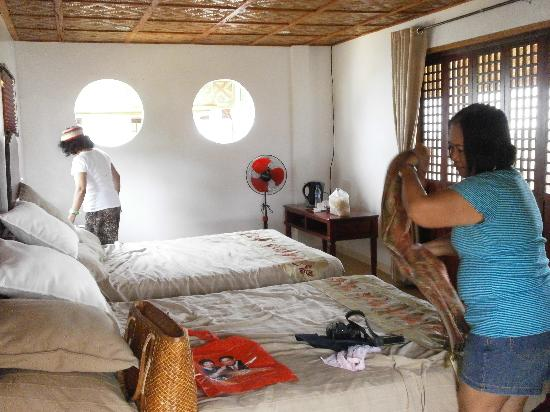 Sun Xi Mountain Retreat: The clean and cozy family room, one of the casitas.