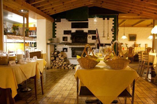 Hotel Brienzerburli und Löwen: Breakfast area