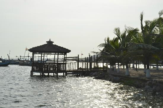 Bojo Beach: View from the landing jetty , next to the hotel