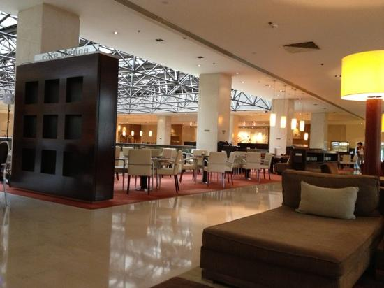 InterContinental Athenaeum: lobby of hotel