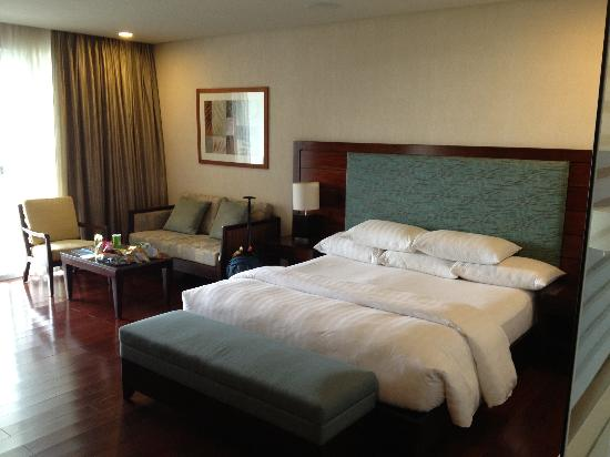Bellarocca Island Resort and Spa: nice fluffy pillows and comfy bed