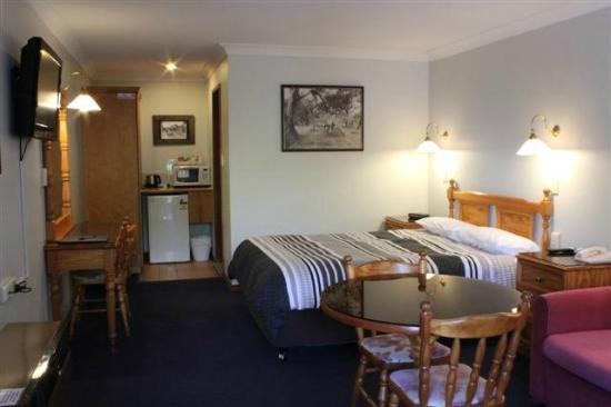 Sandstock Motor Inn: Queen room