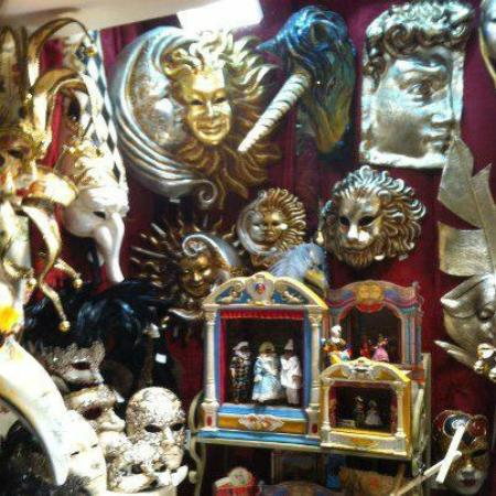 La Canapiglia - Maschere e altri articoli artigianali