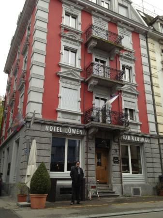 Hotel Loewen: Outside of hotel