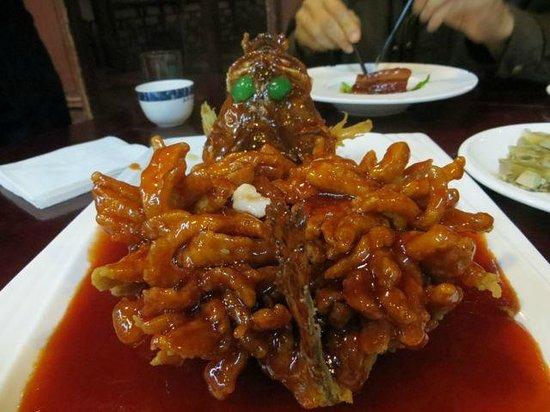 Wu MenRen Jia (Pan Ru Xiang) : squirrel cut, deep fried fish. yum.