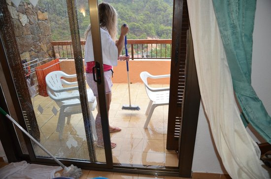 Giverola Resort: cleaning after thunderstorm