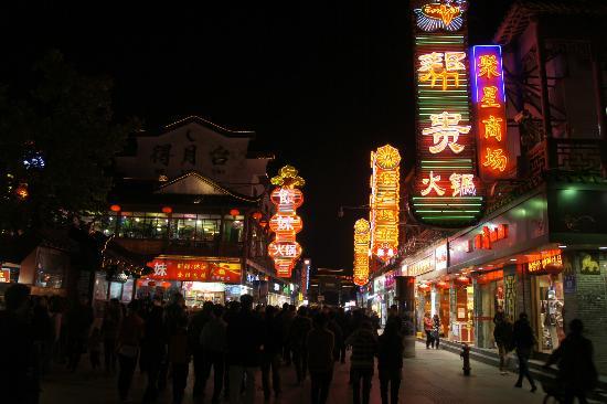 อินเตอร์คอนติเนนตัล นานกิง: Confucious temple street Nanjing,
