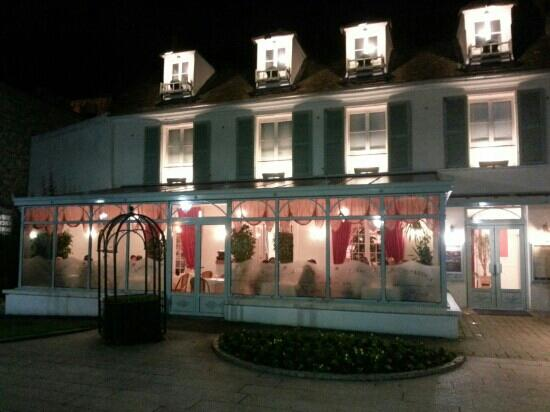 Poissy, France: Le beau cadre de la Romantica